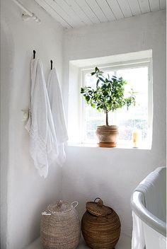 White bathroom #IKEAcatalogus