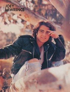 Pin for Later: Relive Your Crush on the Lawrence Brothers Even while climbing trees. Matthew Lawrence, Joey Lawrence, Joey Matthew, Lawrence Photos, 80s And 90s Fashion, Mens Fashion, Mayim Bialik, Tiger Beat, Pin Up Posters