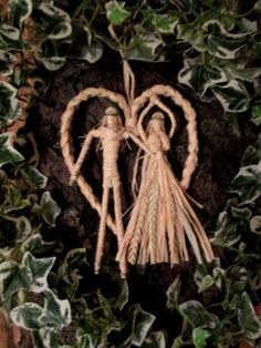 Spring is the time when many of us naturally feel drawn to attract a new partner into our lives.. it is the time of fertility and new beginnings.... leading up to the May Sabbat of Beltane.. the most romantic and passionate time of the year! A Time of year when many choose to be handfasted. This natural wheat and raffia God and Goddess Lovers heart would make a perfect Handfasting gift.  Or you may wish to hang it in your own home to honour the abundance and sacred union of God and Goddess…