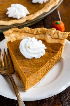 Seriously Easy Pumpkin Pie Recipe This EASY Pumpkin Pie is the best and easiest ever! It's a simple pumpkin pie recipe that's made with condensed milk and has just 6 ingredients! Basically, this is a NO FAIL pie that will be perfect every time! Easy Pumpkin Pie, Pumpkin Pie Recipes, Pumpkin Dessert, Healthy Pumpkin, Thanksgiving Desserts Easy, Easy Desserts, Dessert Recipes, Keto Desserts, Easy Pie Recipes