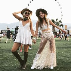 grab your friends and visit a festival Festival Looks, Festival Make Up, Festival Dress, Hippie Outfits, Edgy Outfits, Rave Outfits, Coachella Outfit Boho, Music Festival Outfits, Coachella Festival