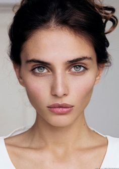 Taylor Marie Hill ♥ Natural makeup look.