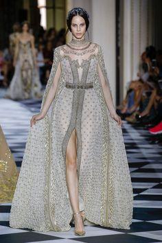 Zuhair Murad Fall 2018 Couture Fashion Show Collection: See the complete Zuhair Murad Fall 2018 Couture collection. Look 49