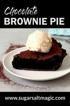 This Chocolate Brownie Pie recipe is one you'll come back to again and again. Crisp chocolate pie crust with a fudgy brownie center. Try it still warm with a scoop of ice cream. This Chocolate Brownie Pie recipe is one you'll come back to again and ag Chocolate Brownie Pie Recipe, Brownie Fondant, Chocolate Pie Crust, Chocolate Chip Cookie Dough, Chocolate Brownies, Brownie Recipes, Chocolate Desserts, Pie Recipes, Cookie Recipes