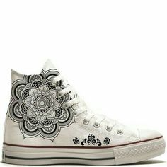 UNiCKZ All Stars Converse Mandala Tattoo. Converse All Star, Cool Converse, Converse Chucks, Outfits With Converse, Custom Converse, Converse Design, Nike Elite, Curvy Petite Fashion, Painted Shoes