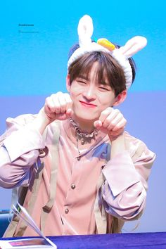 """𝐫𝐞𝐧𝐝𝐞𝐳𝐯𝐨𝐮𝐬 on Twitter: """"191117 #빅톤 #정수빈 #VICTON #SUBIN… """" My Big Love, My Youth, Asian Boys, Pop Group, Nct Dream, Alice, Handsome, Kpop, Cute"""