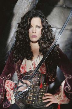 « Van Helsing », Anna Valerious, costume d'équitation/chasse, diverses scènes de combat  Costume Design: Gabriella Pescucci
