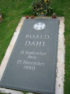 Roald Dahl, St Peter & St Paul Churchyard, Great Missenden, Buckinghamshire, England