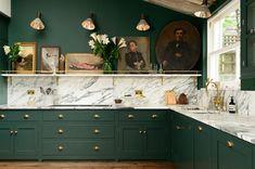 Традиционная кухня с характером в зеленом цвете