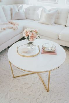 Marble and gold accented coffee table for living room Living Room Modern, Living Room Designs, Living Room Decor, Farmhouse Rugs, Modern Farmhouse, Gold Marble, Decorating Coffee Tables, Round Coffee Table, Home Rugs