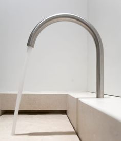 Return to the foundation of architectural minimalism in Jen Alkema's Alkema Studio. Bathroom Interior Design, Kitchen Interior, Table Furniture, Furniture Design, Bathroom Basin, Timber Flooring, Wet Rooms, Minimalist Interior, Modern Bathroom