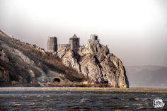 Cetatea Golubac, sec. al XlV-lea, din minunata Serbie, văzută de peste Dunăre de la Gaura cu Muscă, Coronini - Fantasticul Banat!