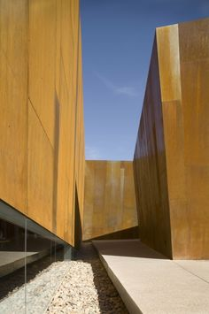 Image 11 of 22 from gallery of Arabian Library / richärd+bauer. Photograph by Bill Timmerman Urban Architecture, Contemporary Architecture, Amazing Architecture, Architecture Details, Library Architecture, Facade Design, Modern Buildings, Designer, My House