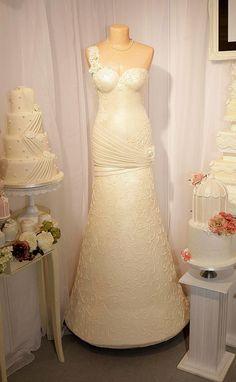 UK girl Millington come up with sponge cake making life-size wedding cake by whim, after seeing her mother Donna's wedding. Elegant Wedding Cakes, Wedding Cake Designs, Wedding Dress Cake, Cake Shapes, Bridal Shower Cakes, Fashion Cakes, Novelty Cakes, Wedding Desserts, Girl Cakes