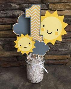 """Ideia de tema quem quer fugir das tradicionais festas infantis de personagens....pode apostar em uma ideia linda e simples ....""""You are my sunshine"""" #inspiração #dicadetemaparafestainfantil #festainfantil #youaremysunshine"""