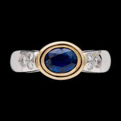 RING, blå safir, 1.18 ct, samt briljantslipade diamanter, tot. ca 0.20 ct.  18k guld och vitguld. St 17/53.