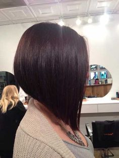 Inverted bob are in style recently. Inverted bob haircut flatters most face shapes. In this category, many inverted bob hairstyles are displayed for you. Bob Hairstyles For Thick, Haircut For Thick Hair, 2015 Hairstyles, Wavy Hair, Inverted Hairstyles, Haircut Medium, Thin Hair, Celebrity Hairstyles, Wedding Hairstyles