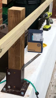 How To Create a Floating Cedar Wood Slat Fence - Step-By-Step Tutorial Modern Wood Fence, Cedar Wood Fence, Wooden Fence, Horizontal Slat Fence, Wall Panel Molding, Cinder Block Walls, Small Front Gardens, Wood Steps, Fence Stain