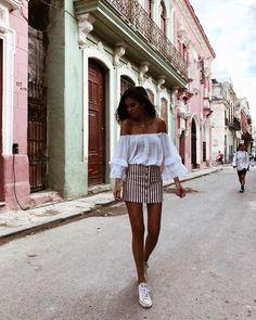 Su ritmo, su alegría, sus colores, su gente...llevo menos de 24 horas en Cuba y ya se que podría perderme para siempre entre sus calle.…