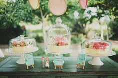love the 2 little cake topper people... can you find them? :)