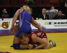 Vantaa - Am Abend des 3. Kampftages der Ringer-Europameisterschaften in Vantaa (FIN) unterlag Aline Focken (69 kg/KSV Krefeld) im Kampf um die Bronzemedaille der Welt- und Europameisterin des Vorjahres Alina Stadnik (Ukraine) (1874×1488)