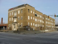 """Front and southern side of The Chadwick, located at 1005 N. Pennsylvania Street in Indianapolis, Indiana, United States. Built in 1925, it was listed on the National Register of Historic Places as one of the """"Apartments and Flats of Downtown Indianapolis Thematic Resources"""". It burned down about a year after this photo was taken,  (2010)and it has since been removed from the Register."""
