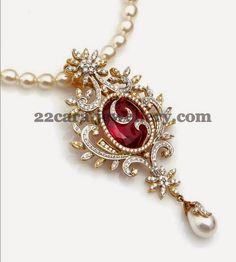 Jewellery Designs: Simple Diamond Locket for All Costumes