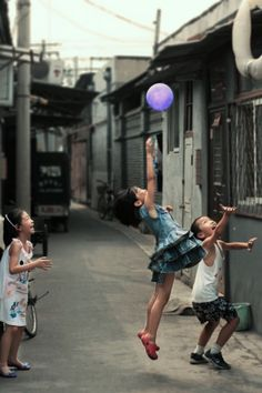 Hutong & kids Life Photography, Children Photography, Street Photography, Poses, Joy Of Life, We Are The World, Documentary Photography, Portraits, Happy Kids