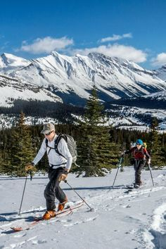 Skiing at Jasper National Park, Alberta, Canada // Where to buy really cheap ski and snowboard gear + outdoor clothing. Pin this post to save on your holiday shopping!