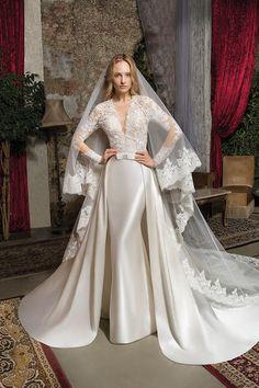 Wedding Dresses Photos, Elegant Wedding Dress, Modest Wedding Dresses, Wedding Dress Styles, Bridal Dresses, Wedding Pictures, Wedding Ideas, Couture Wedding Gowns, Vintage Wedding Dresses