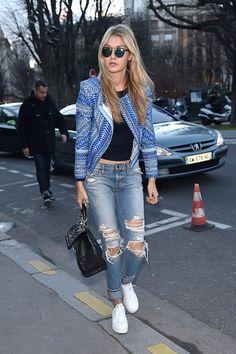 Models in Jeans: Gigi Hadid in distressed boyfriend jeans Denim Mantel, Street Look, Mode Chic, Mode Style, Moda Fashion, Girl Fashion, Fashion Trends, Paris Fashion, Street Style