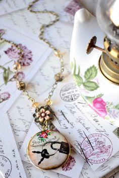 Collana donna, vintage style, con pendente portafoto, filigrana bronzo, cristalli, chiave, handmade, fatta a mano, romantica