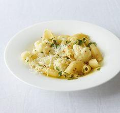 Blitzschnelle Gemüse-Nudeln. Mit würzigem Petersilienöl die perfekte Feierabendküche!