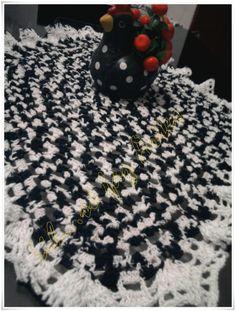 trilho de mesa oval em croche  http://inovartartesanatosemeva.blogspot.com.br/2012/11/trilho-ou-caminho-de-mesa-em-croche.html