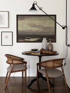Katie Hodges was in her last years at a medical school, when she suddenly discovered a talent for interior design. The young girl quit her Master's Degree ✌Pufikhomes - source of home inspiration Dining Room Lighting, Dining Room Sets, Dining Room Design, Design Table, Ceiling Lighting, Chair Design, Dining Room Inspiration, Interior Design Inspiration, Home Decor Inspiration