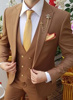 Blazer Outfits Men, Mens Fashion Blazer, Stylish Mens Outfits, Suit Fashion, Mens Kurta Designs, Casual Wedding Suit, Wedding Suits, Designer Suits For Men, Designer Clothes For Men