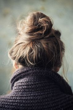 A loose top knot is an easy way to never have a bad hair day again! My Hairstyle, Messy Hairstyles, Pretty Hairstyles, Perfect Messy Bun, Messy Bun For Short Hair, Low Messy Buns, Good Hair Day, Hair Dos, Gorgeous Hair