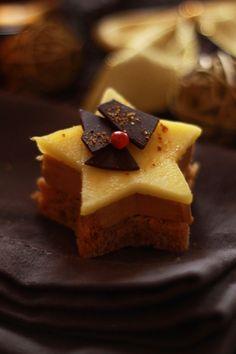 Etoiles de foie gras et pain dépices mangue