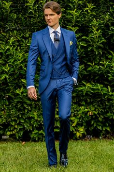 Italian bespoke royal blue suit with wide notch lapels 2 mother of pearl buttons ticket pocket and double vent Cool wool mix fabric Wedding suit 1731 Gentleman Collection. Wedding Men, Wedding Suits, Costume Bleu Royal, Royal Blue Suit, Azul Royal, Navy Blue, Gents Suits, Best Suits For Men, Wedding Fabric