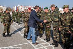 Дмитрий Саблин поздравляет бойцов разведывательного батальона