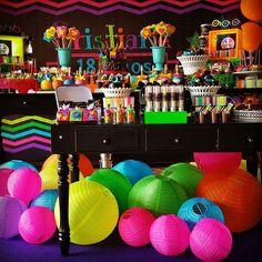 18 Anos Cristiane Festa Neon Much Glow For You!!! #sitiovoceeeu #fernandafrazao #festaneon #neonparty #festaglow #glowparty #cris18anos