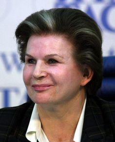 La ingeniera y cosmonauta Valentina Vladímirovna Tereshkova (1937-) cumple hoy años.