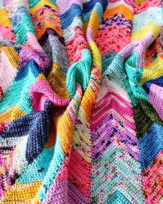 Crochet Northeasterly Pattern This paid pattern is an ideal stash busting project. Easy chevron pattern looks absolutely stunning in such colorful combination. Spiral Crochet, Rainbow Crochet, Manta Crochet, Afghan Crochet Patterns, Stitch Patterns, Blanket Crochet, Crochet Afghans, Crochet Home, Free Crochet