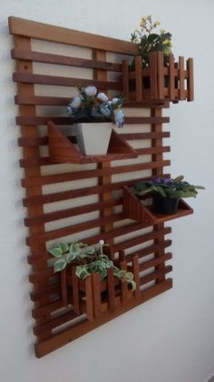 Trendy DIY Wall Planters Train You How To Greenify Your Dwelling - joecatherine Diy Wall Planter, Wall Mounted Planters, Vertical Wall Planters, Diy Planters, Diy Crafts Hacks, Home Crafts, Vertical Pallet Garden, Diy Wood Wall, Wooden Pallet Furniture