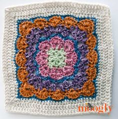 Block 3 for the MooglyCAL Thank you Danyel Pink Designs for this lovely free crochet pattern! Crochet Square Blanket, Crochet Squares Afghan, Baby Afghan Crochet, Crochet Blocks, Granny Square Crochet Pattern, Crochet Bear, Crochet Blanket Patterns, Crochet Motif, Granny Squares