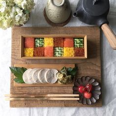 Mosaic sushi is the new IT thing in Japanese Cuisine - World Of Buzz 2 Sushi Cake, My Sushi, Sushi Food, Sushi Recipes, New Recipes, Restaurant Trends, Raw Tuna, Cute Bento Boxes, Sushi Rolls
