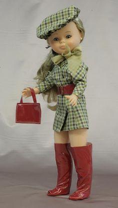 """Entre el año  2000-2005  Famosa reedita a la muñeca como  """"Nancy Colección""""  algunas inspiradas en los vestidos de los años 70 y otras inspi..."""