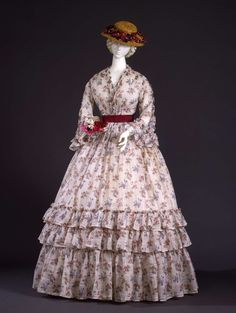 Dress in checked white linen, with prints of flowers bouquet; Italian manifacture, 1848-1850 ca. Collection Galleria del Costume di Palazzo Pitti. All rights reserved. Photo: Marcello Bertoni