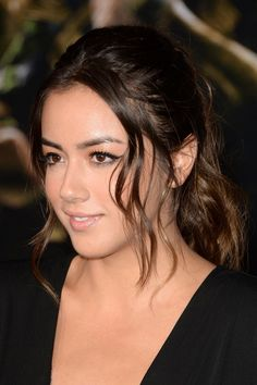 Chloe Bennet Ponytail - Chloe Bennet wore a her hair in a messy-sexy ponytail during the premiere of 'Thor: The Dark World. Beautiful Celebrities, Beautiful Actresses, Beautiful Ladies, I Love Girls, Cute Girls, Pretty Girls, Chloe Bennett, Woman Crush, Her Hair