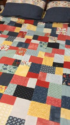Take a look at this superb patchwork quilt - what an innovative design and style Layer Cake Quilt Patterns, Layer Cake Quilts, Patchwork Quilt Patterns, Quilt Block Patterns, Simple Quilt Pattern, Vintage Quilts Patterns, Patchwork Blanket, Crazy Patchwork, Patchwork Fabric
